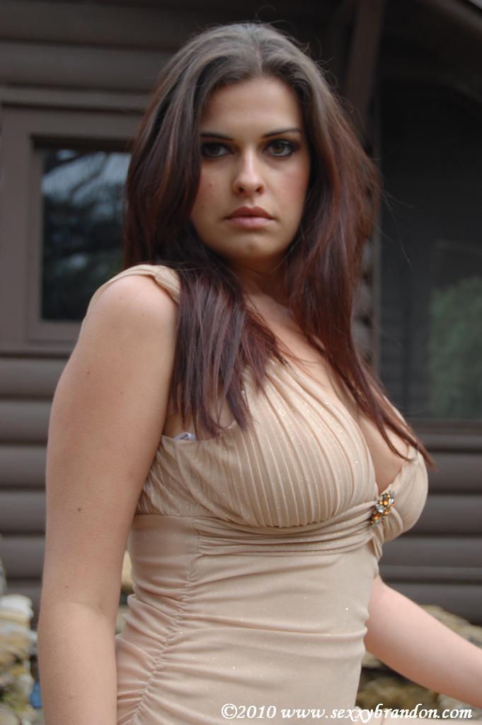 www.sexxxybrandon.com - 100% Natural Busty Brunette